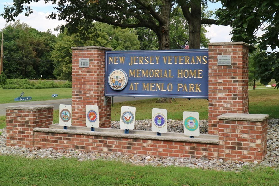Vet Home Menlo Park 19 09 08 056 - NJ Veterans Memorial Home Car Show